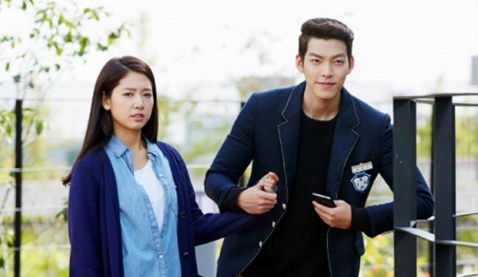 """Kim Woo Bin Holds Park Shin Hye's Hand In Latest """"Heirs ... Park Shin Hye And Kim Woo Bin Hug"""