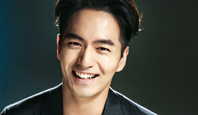 Lee Jin Wook Covers Cine21 S Issue No 1020 Couch Kimchi