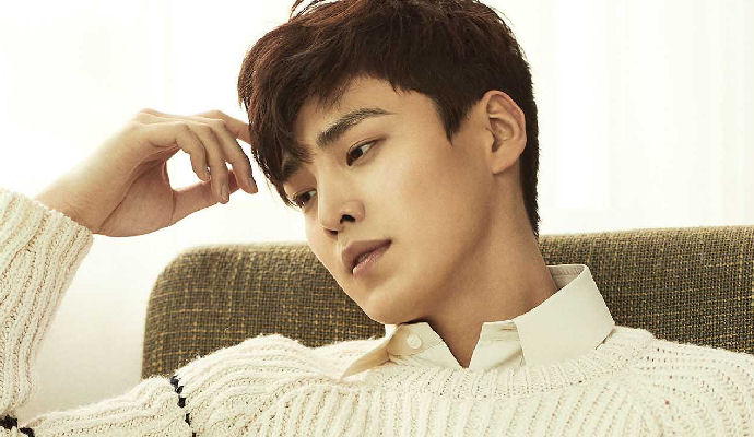 Cute Puppy Lee Tae Hwan In March Marie Claire Couch Kimchi