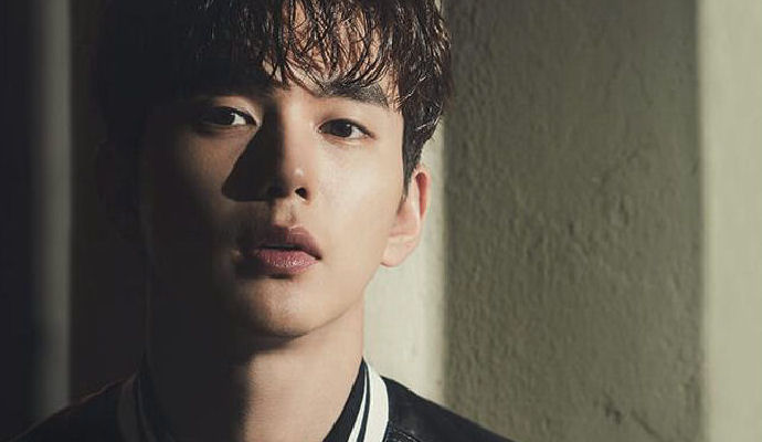 Yoo Seung Ho Has Deadly Charm In March Elle Couch Kimchi